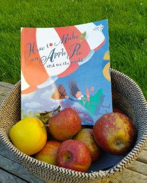 How to make an apple pie book